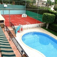 5 bedroom house with swimming pool and tennis court