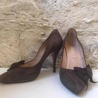Pura lopez suede bow pumps