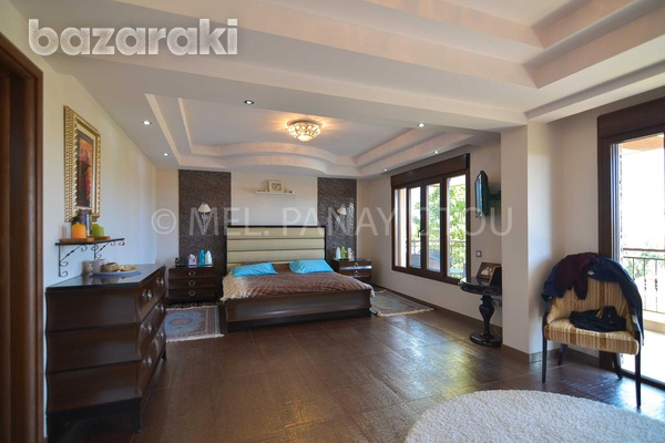5 bedrooms all en suite detached house with pool-14