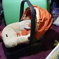 Pegperego car seat for baby up to 9 months