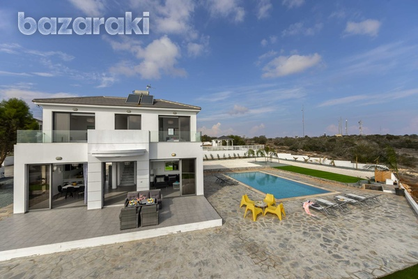 Stunning 3 bedroom villa with unobstructed sea views and title deeds-5