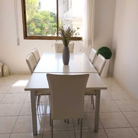 Dinning table extentable with 6 chairs