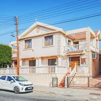 4-bedroom spacious house walking distance to the sea