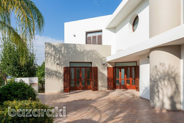 Luxurious independent 5 bedrooms house in nicosia-2
