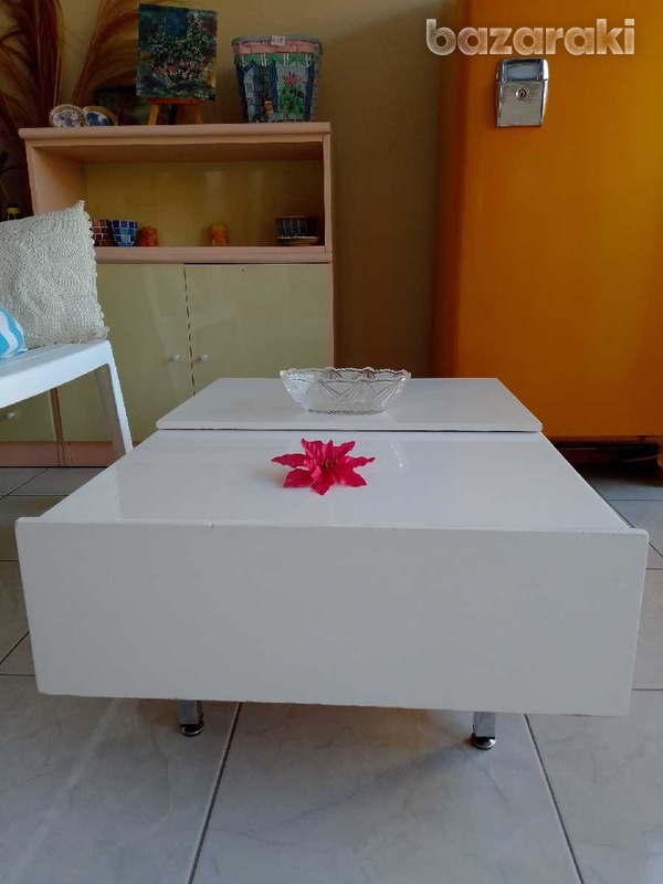 Coffee table with adjustable feets 90x65 excellent condition like new.-4