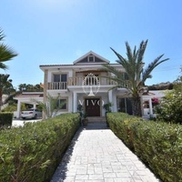 Fully furnished villa of 5 bedrooms with pool on the hills of pyrgos