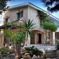 Outstanding 9 bedroom villa in kolossi