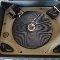Multiple record pick-up-turntable of antique 45 33 78 rpm