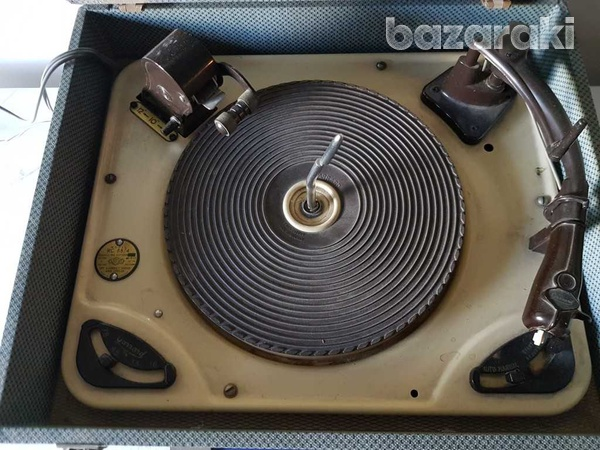 Multiple record pick-up-turntable of antique 45 33 78 rpm-1