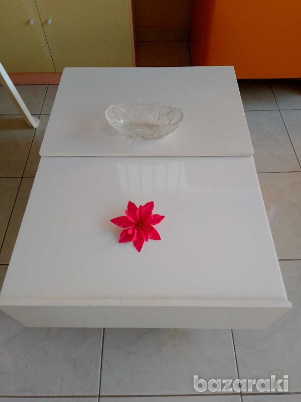 Coffee table with adjustable feets 90x65 excellent condition like new.-3