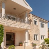 4 bedroom detached villa with private swimming pool in episkopi