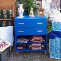 2 drawers chest with shelf.
