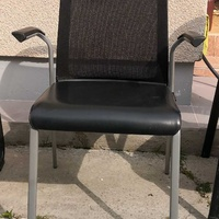 1 chair with arm rests . 1 καρεκλα με χερια