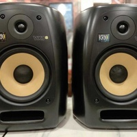 Krkvxt8 studio monitors mint condition