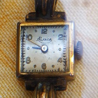 Two antique ladies watches need repair-set