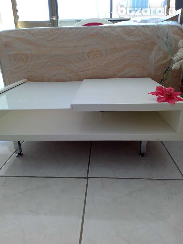 Coffee table with adjustable feets 90x65 excellent condition like new.-7