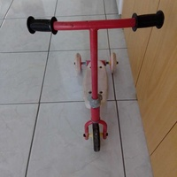 Scooter tricycle child toy in excellent condition