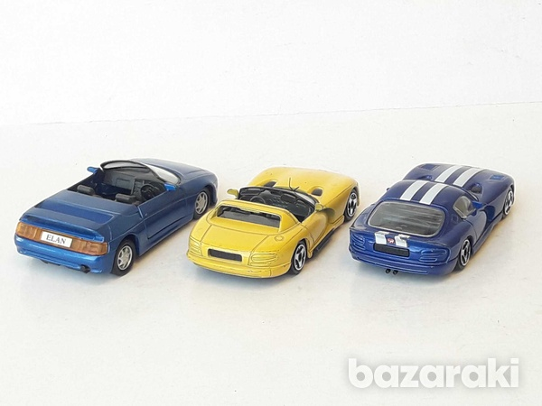Lot of 3 collectible diecast model cars 1/36, 1/43-4