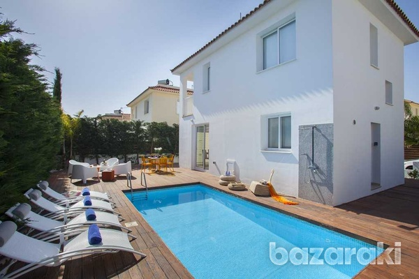 Wonderful, fully furnished villa close to the sea-3