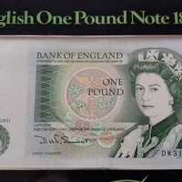 England one pound banknote in mint condition