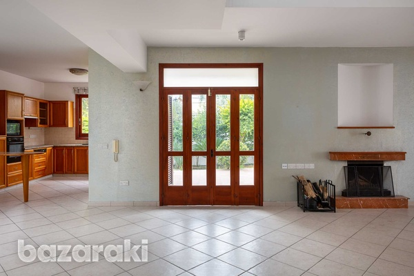 Luxurious independent 5 bedrooms house in nicosia-6