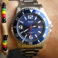 Casio 200 meters diver watch with scew down crown