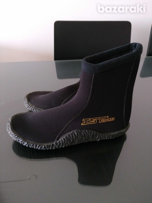Professional quality water shoes with special non-slipery sole-1