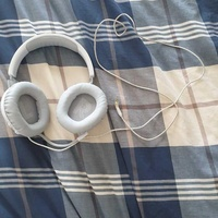 Jbl white headphones with microphone
