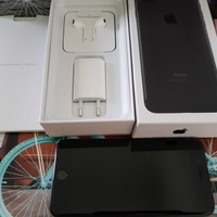 Apple iphone 7 plus 128gb black with box and accessories