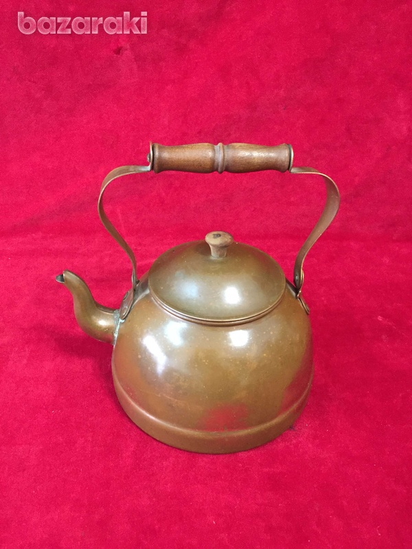 Vintage copper kettle with wooden handle.-2