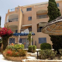 Two bedroom ground floor apartment in tombs of the kings area, paphos