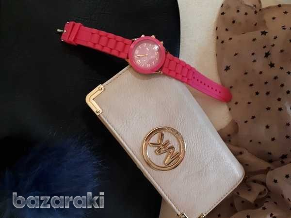 Watch with gifts-2