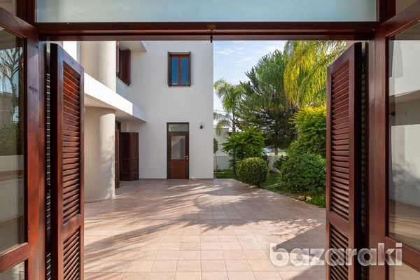 Luxurious independent 5 bedrooms house in nicosia-1
