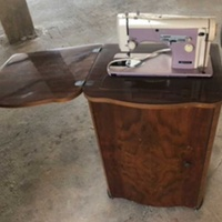 Rare necchi mod.252 sewing machine pink in great condition