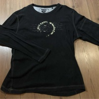 Black long sleeves tshirt