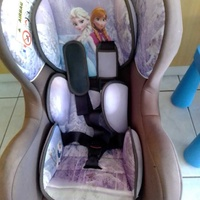 Car seat with base quality made in france excellent condition like new