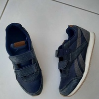 Kids shoes size 34